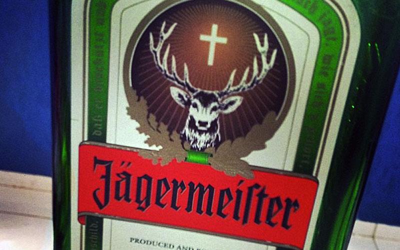 Como beber Jagermeister e sua história incrível